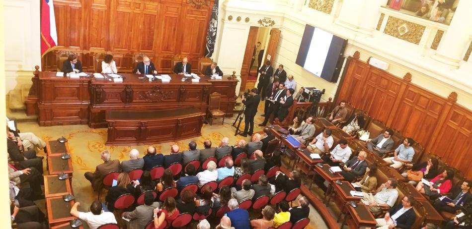 """Con gran audiencia se presento el Libro """"Apurando el Paso. 10 Experiencias de Reforma y Modernización del Estado en Chile"""""""